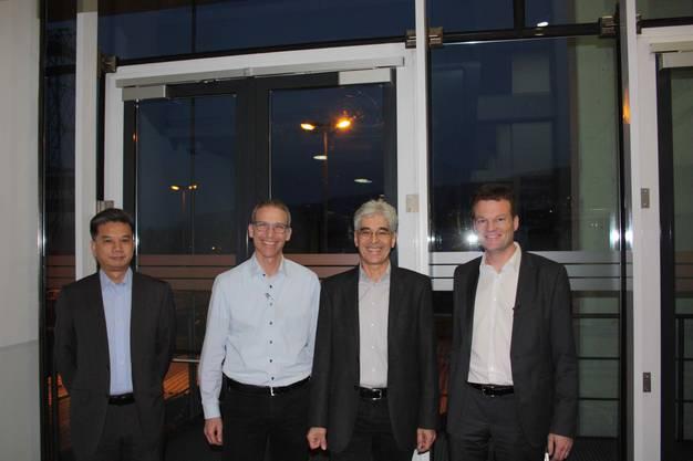 Min Zhou, Swiss Re (links) und Reto Knutti, ETH Zürich (rechts) präsentieren spannende Vorträge, die von Rudolf Huber, GE (2. v. li) und Martin Sennhauser, Energie Sennhauser eingeleitet wurden.