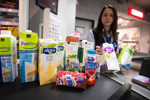 Im Supermarkt sind pflanzliche Milchalternativen schon lange stark vertreten. Hier bei Coop. (Archivbild)