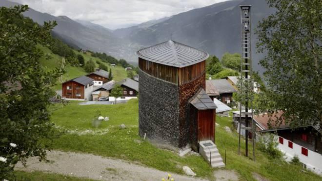 Den Anfang auf seinem Weg zum Architekten mit Weltruhm setzte Peter Zumthor 1989 in der Surselva: Mit der Kapelle Sogn Benedetg oberhalb der Gemeinde Sumvitg. Foto: Ralph Feiner