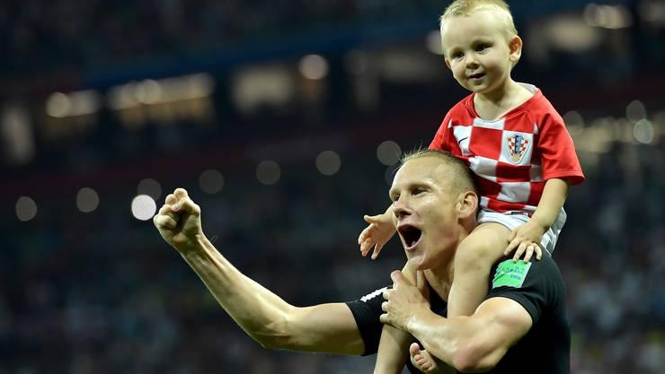 Vida mit seinem Sohn nach dem Spiel.