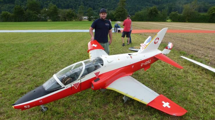 Daniel Affolter mit seinem Jet. Er gab dafür knapp 20'000 Franken aus.