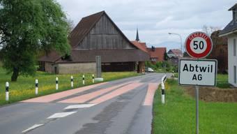 Die Strassenmarkierung in Menziken wird wie hier in Abtwil aussehen, die Farbe der Markierung wird pastellgelb sein.