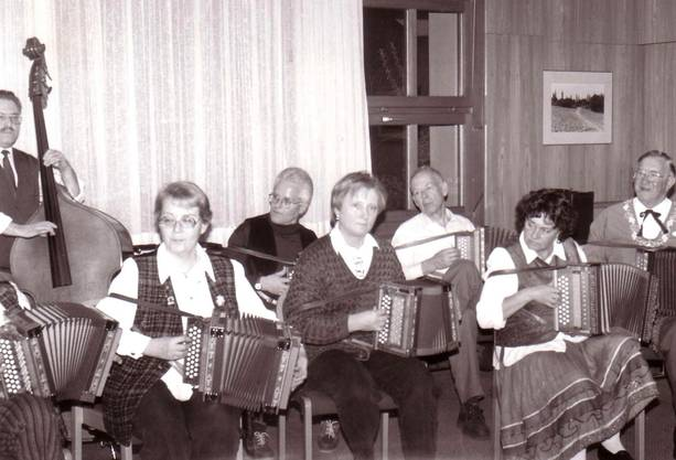 1990 wurde die Schwyzerörgeli-Gruppe gegründet: Die Musikantengruppe in ihren Anfängen.