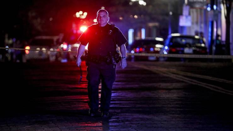 In Dayton im US-Bundesstaat Ohio hat ein Schütze neun Menschen getötet und mindestens 16 weitere verletzt. Der Schütze selbst sei zudem auch tot, hiess es weiter.