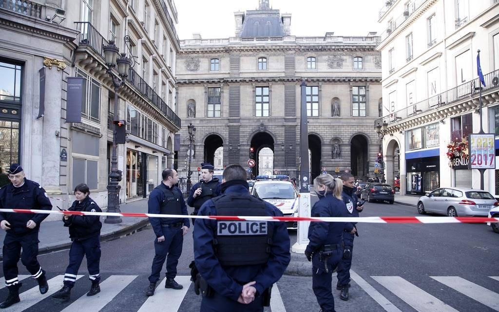 Schüsse beim Louvre (© AP/Thibault Camus)