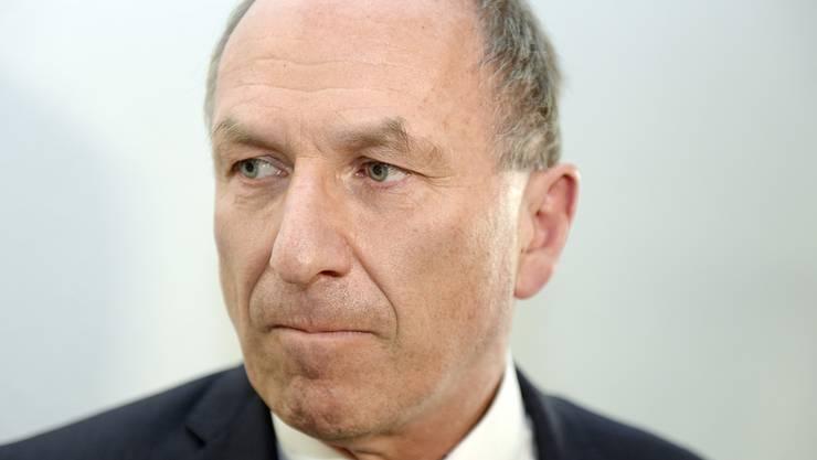 Ein sichtlich enttäuschter Zürcher Regierungsrat Martin Graf (GP) nach seiner Abwahl in Zürich am Sonntag, 12. April 2015.