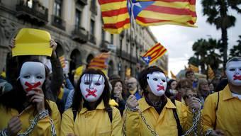 Katalanische Separatisten demonstrieren in Barcelona: Viele Menschen schwenkten die Flagge der Unabhängigkeitsbewegung.