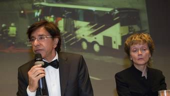Widmer-Schlumpf und di Rupo an der Pressekonferenz über den schweren Carunfall in Sierre