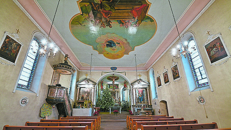 Der Innenraum der Allschwiler Dorfkirche.