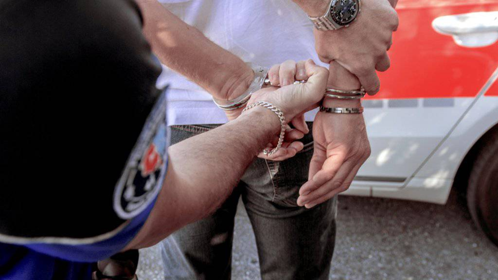 Das von den Tessiner Behörden vor drei Wochen verhaftete Dschihadistenpaar wurde mittlerweile nach Tunesien abgeschoben. (Symbolbild)