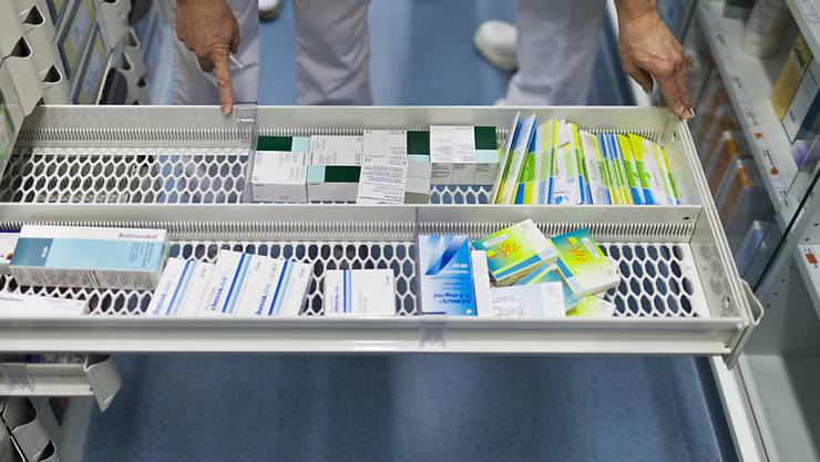 Eine Walliser Firma hat das Haltbarkeitsdatum von Krebsmedikamenten gefälscht, um die Wirkstoffe länger verkaufen zu können. (Symbolbild)