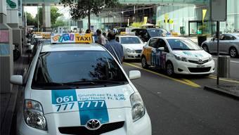 Der Taxistandplatz bei der Messe Basel.