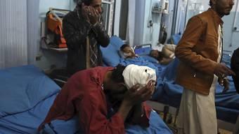 Verletzte in einem Spital in Kabul: In der afghanischen Hauptstadt tötete ein Selbstmordattentäter mindestens 50 Menschen und verletzte zahlreiche.