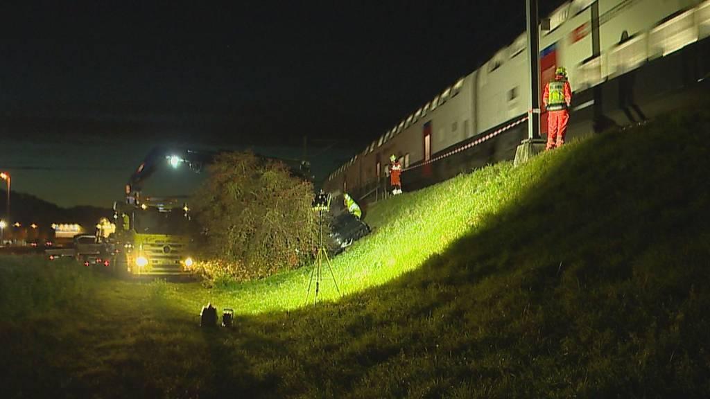 79-jähriger Autofahrer landet nach Irrfahrt auf SBB-Gleis