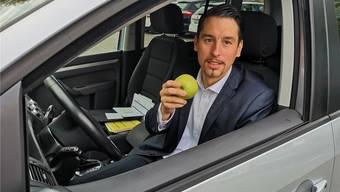 «Unverhältnismässig»: C.K. wurde gebüsst, als er im Auto einen Apfel ass.