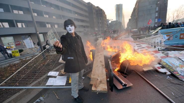 Mehrere Tausend Aktivisten sind aus ganz Europa angereist, um gegen die EU-Politik zu demonstrieren.