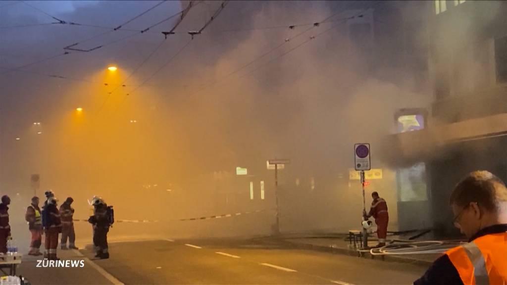 Zürcher Langstrasse: Brand löst riesige Rauchwolke aus