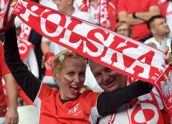 Polnische Fans im Stadion sorgen für Stimmung.