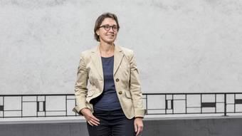 ...ist in der Nähe von Stuttgart aufgewachsen und studierte in Tübingen, Göttingen und Lausanne Medizin. Seit 1998 steht sie in der Klinik für Kinder- und Jugendpsychiatrie der Psychiatrischen Universitätsklinik Zürich im Einsatz. Seit 2005 ist Schief als Oberärztin am Ambulatorium Dietikon der Kinder- und Jugendpsychiatrie tätig. Sie ist 55 Jahre alt und wohnt in Zürich.