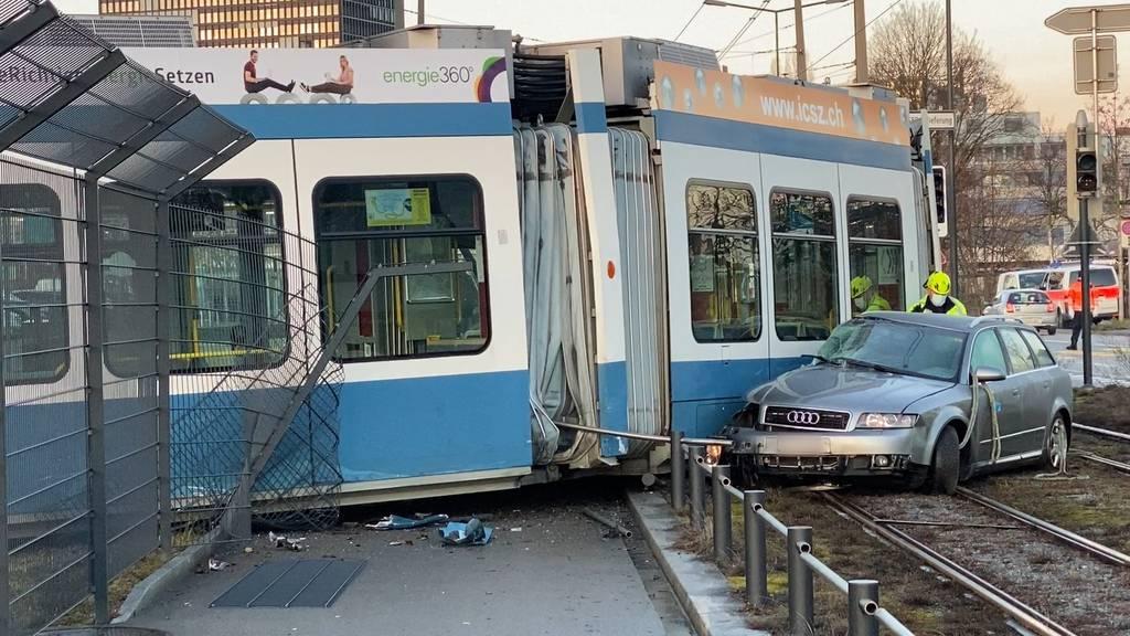 Nach Tram-Kollision in Zürich: 32-jähriger Autolenker unbestimmt verletzt