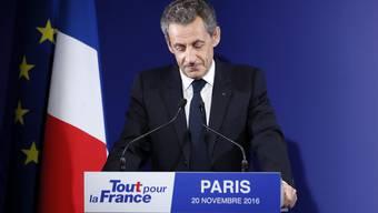 Nach Auszählung von rund 78 Prozent der Wahllokale lag Nicolas Sarkozy mit 21,4 Prozent mehr als sechs Prozentpunkte hinter dem Zweitplatzierten Alain Juppé.