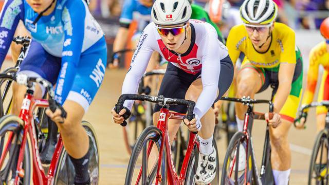Bahnradfahrerin Aline Seitz hofft, dass die Schweiz einen der acht Quotenplätze im «Madison» erkämpft. Die 22-Jährige wird erst spät Gewissheit haben, ob ihr Olympia-Traum in Erfüllung geht.