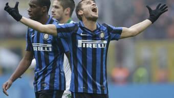 Ärgert sich über eine vergebene Torchance und Inter Mailands Niederlage: Adem Ljajic (mit ausgebreiteten Armen)