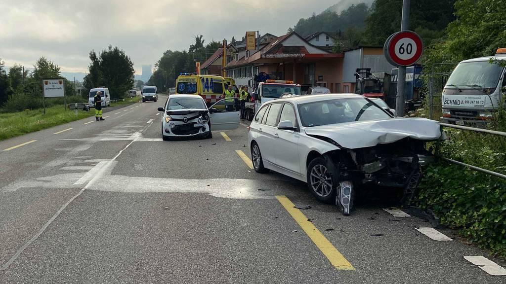 Auto gerät auf Gegenfahrbahn – zwei Verletzte