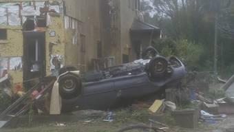 """Noch bevor der Taifun """"Hagibis"""" die Insel erreicht, richtet ein Wirbelsturm in der Präfektur Chiba Zerstörungen an. Ein Mann kommt ums Leben, fünf Personen werden verletzt. Derweil rüstet man sich in der Hauptstadt Tokio für den schlimmsten Taifun seit Jahrzehnten."""