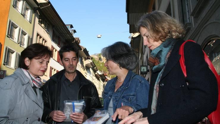 Evelyne Lohm, Andreas Neeser, Sabina Binggeli und Martina Kuoni sind für «Livres en route» verantwortlich. (wpo)