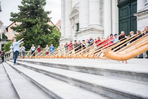 Es folgen weitere Bilder vom Auftritt vor der Kathedrale ...