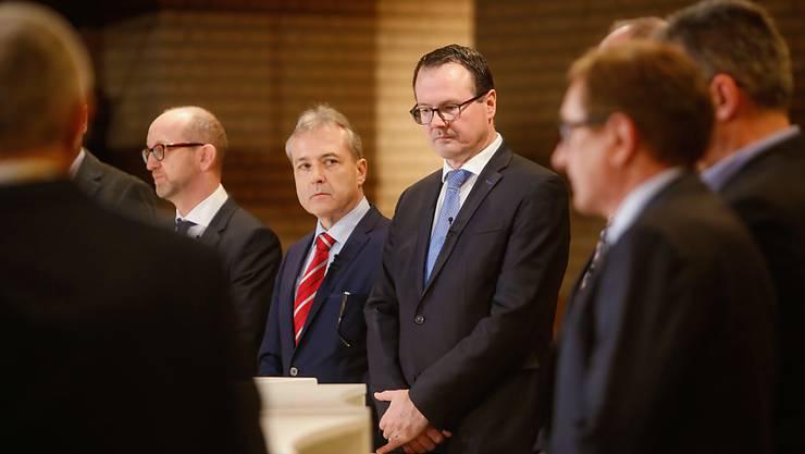 Einer aus der Regierung will nach den Wahlen nicht mehr: Thomas Zwiefelhofer (Bildmitte) erklärte am Montag den Rücktritt.