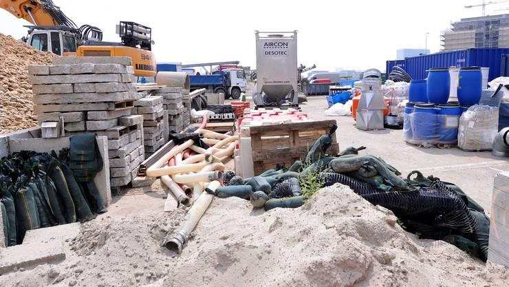 Ara Steih: Der Boden ist bis 14 Meter unter der Erdoberfläche mit Altlasten des Pestizides Lindan verschmutzt, auch in der Luft konnten Behörden Lindan nachweisen, aber nicht in gefährlichem Masse.