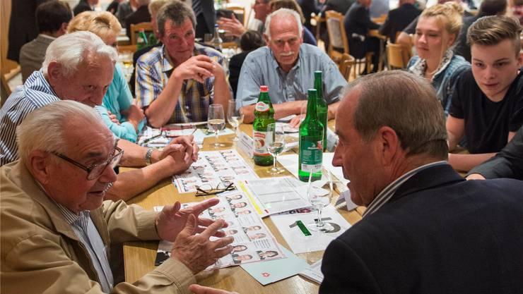 SVP-Nationalrat Maximilian Reimann (rechts) während der «Ochsen»-Tour.