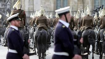 Britische Sicherheitskräfte vor der Westminster Abbey in London