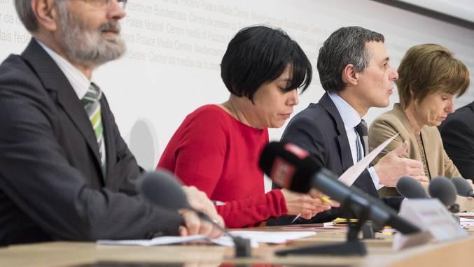 Chefredaktorin Min Li Marti (2. von links) ist besorgt. (Archiv)