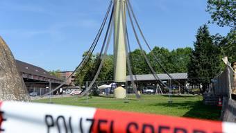 Wenn das Kunstwerk zur Polizei-Sperrzone wird: Jürg Altherrs Turm auf dem Zeughaus-Areal in Uster.