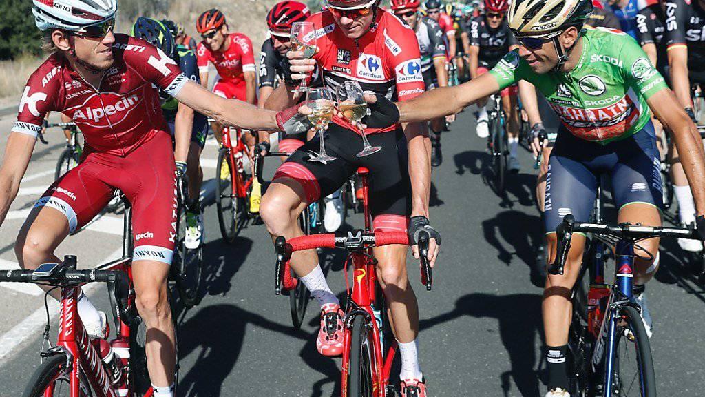 Chris Froome gönnt sich auf der letzten Vuelta-Etappe ein Gläschen Sekt