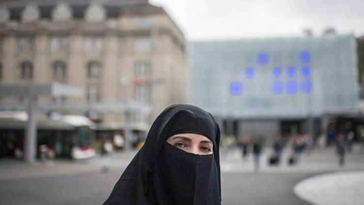 Dürfen Frauen aus religiösen Gründen ihr Gesicht verhüllen? Nein, findet die Burka-Initiative. Das Parlament sieht es anders, aber hat Handlungsbedarf erkannt. (Symbolbild)