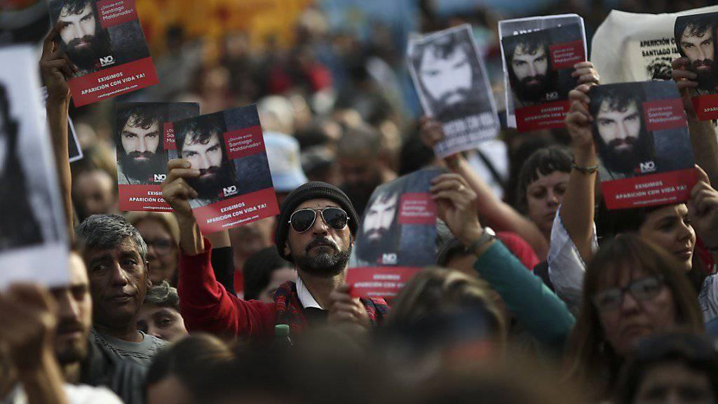 Das Verschwinden des Aktivisten erhitzt die Gemüter in Argentinien. Tausende gingen in Buenos Aires auf die Strasse mit der Frage: «Wo ist Santiago Maldonado?»