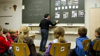 8710 Lehrerinnen und Lehrer unterrichten im Schuljahr 2019/20 an der Aargauer Volksschule. (Symbolbild)