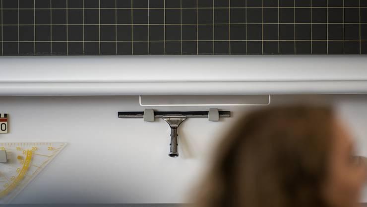 Das Tessiner Bildungsdepartement hat einer privaten Mittelschule in Lugano die Bewilligung per sofort entzogen. Eine Untersuchung ergab, dass die Schule einen irregulären Weg zur Matura in Italien angeboten hatte.