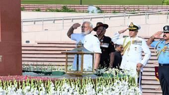 Indiens Premierminister Narendra Modi hat am Donnerstag vor dem Amtssitz von Staatspräsident Ram Nath Kovind in der Hauptstadt Neu Delhi den Amtseid abgelegt.