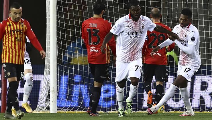 Franck Kessié (Nummer 79) führte Milan in Benevento mit einem Penaltytor auf die Siegesstrasse