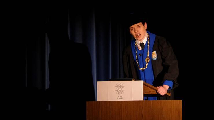 Eine der «Leichen» ist Uni-Rektor Loprieno: Laufend verteilt er irgendwelche Doktortitel. Foto: Kenneth Nars