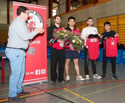 Chengbowen Yang und Dominik Moser werden verabschiedet, Pedro Osiro und Lars Posch vorgestellt.