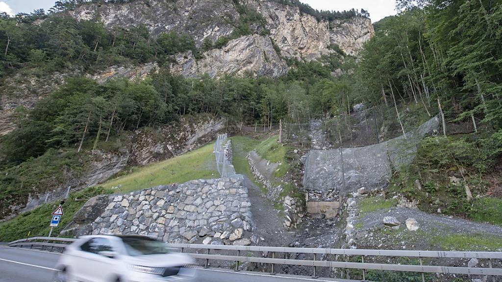 Im Steinschlaggebiet Gumpisch UR an der Axenstrasse soll eine Schutzgalerie gebaut werden. (Archivaufnahme)