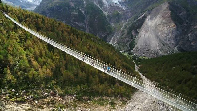 Spektakuläre Bilder der neuen Europabrücke bei Zermatt