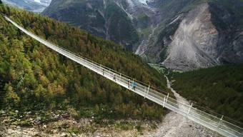 Die 494 Meter lange Brücke aus der Vogelperspektive.