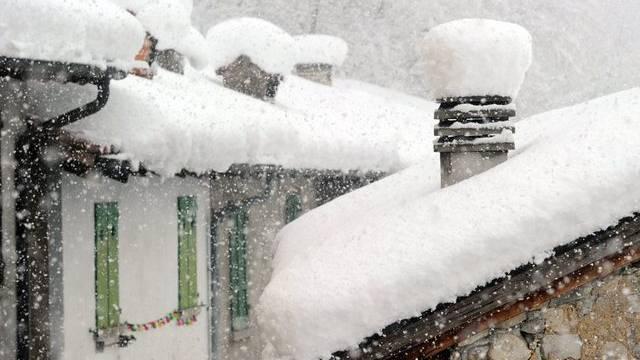 Viel Schnee am Montagmorgen in Salorino im Kanton Tessin